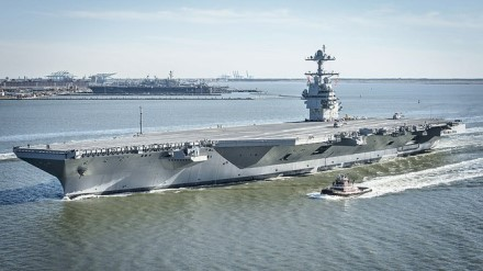 """""""USS Gerald R. Ford"""" 2017 m. © wikimedia.org"""