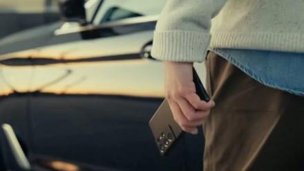 """""""Samsung Galaxy S21"""" gali be prisilietimo atrakinti automobilį"""