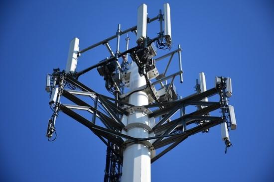 Edinburgo Universiteto profesorius prašo stabdyti 5G plėtrą