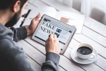 Internete – ne vien saugumo pavojai: kaip atpažinti melagienas?