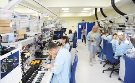 """Yukon Advanced Optics Worldwide"" steigia dukterinę bendrovę Latvijoje"