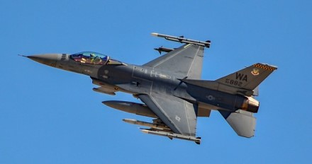 F-16 © Tomás Del Coro (CC BY-SA 2.0)   commons.wikimedia.org