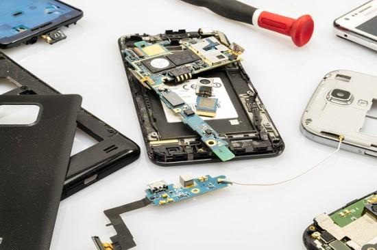Prancūzija įvedė remonto indeksą išmaniesiems telefonams ir nešiojamiesiems kompiuteriams