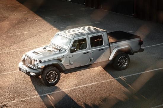 """Baltijos šalyse pristatomas pirmas Europoje """"Jeep"""" pikapas """"Gladiator"""""""