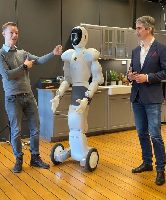 """""""StrongPoint"""" investicijos netrukus leis parduotuvių darbuotojams į pagalbą pasitelkti robotus"""