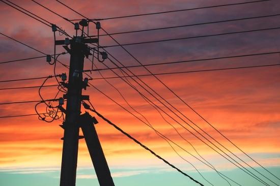 Apklausa: renkantis elektros tiekėją – kaina yra svarbiausias argumentas