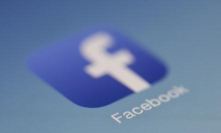 """Tarp iš """"Facebook"""" nutekintų ir nemokamai išplatintų duomenų yra ir Marko Zuckerbergo telefono numeris"""
