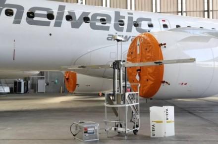 Ar žinojote: kol laukiate skrydžio, po lėktuvo saloną zuja robotai