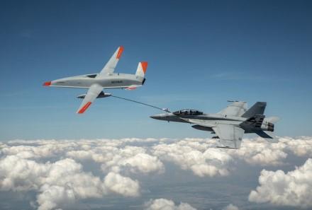 """Boeing MQ-25 Stingray"" ir ""F/A-18 Super Hornet"". Gamintojo nuotrauka"