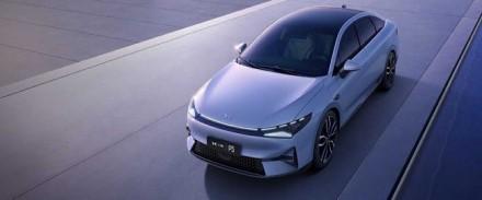"""Mažų kainų karas prasidėjo: kinai atsakė """"Tesla"""""""