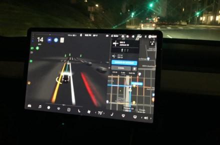 """""""Tesla"""" savininkams gali tekti pakloti po $200 kas mėnesį"""
