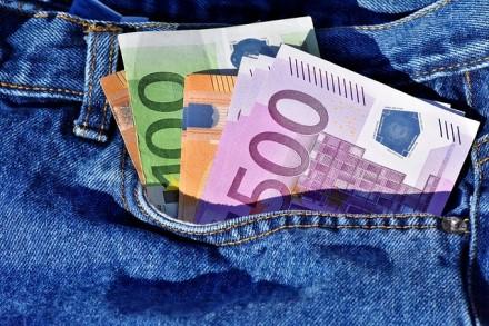 Lietuviai sukčiams atiduoda milijonus: kaip apsisaugoti nuo apgavysčių?