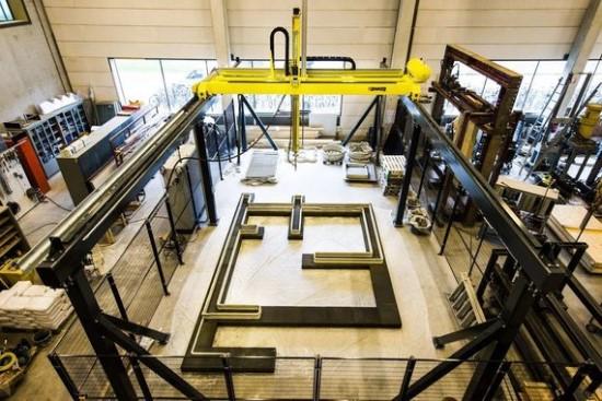 Bart van Overbeeke/3D spausdintuvu sukurtas betoninis namas Olandijoje