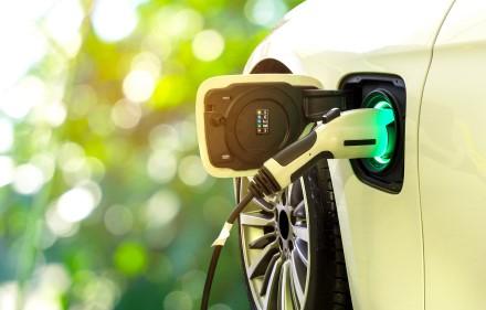 Kelionė elektromobiliu po Europą: kas naudinga važiuojant ir kas padės sutaupyti