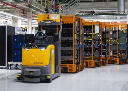 """Nauji robotai buvo sukurti bendradarbiaujant su """"Jungheinrich"""" © """"Audi"""" nuotrauka"""