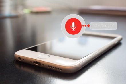 """Kaip išnaudoti visus balso asistento """"Google Assistant"""" privalumus"""