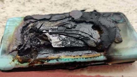 """Nerimo signalas """"OnePlus"""" gerbėjams: naujasis telefonas ir toliau sproginėja"""