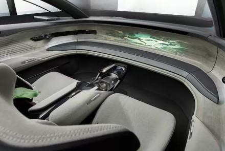 """Buvęs """"Volkswagen"""" vadovas įsitikinęs: automobiliuose jau netrukus nebeliks vairo"""
