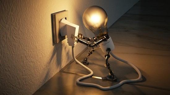 TOP 3 priežastys, kodėl Lietuvos gyventojai taupo elektrą: noras išleisti mažiau, įprotis ir savisauga