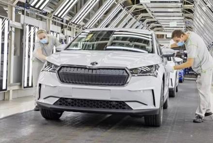 Elektromobilių idėja patinka tikrai ne visiems: čekai stos į kovą už tradicinius automobilius