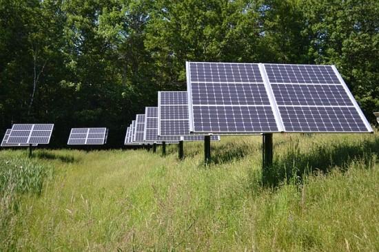 Pasitelkę dirbtinį intelektą informuoja apie neveikiančias saulės elektrines