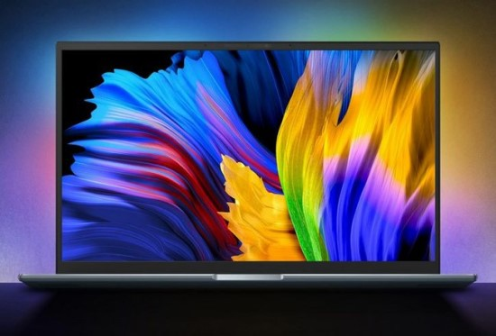 OLED ekranų skiriamasis bruožas - gražiai atrodančios spalvos ir mažas  © ASUS
