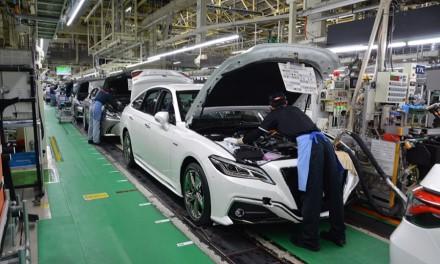"""""""Toyota"""" ir vėl mažina gamybą: pasaulinės krizės prispausta bendrovė turi liūdnų naujienų"""