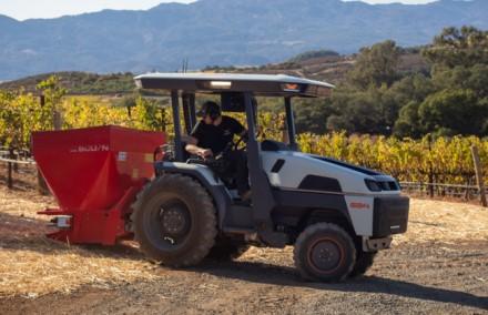 """""""Monarch"""" traktorius gali būti vairuojamas, bet gali dirbti ir visiškai autonomiškai. Gamintojo nuotrauka"""