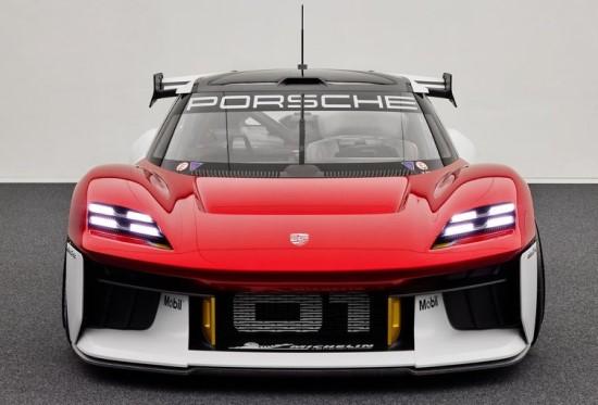 """""""Porsche"""" pristato daugiau kaip 1000 AG turintį elektromobilį"""