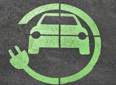 """Elonas Muskas mano, kad """"Ford"""" ir profsąjungos prisidėjo prie elektromobilių skatinimo tvarkos"""
