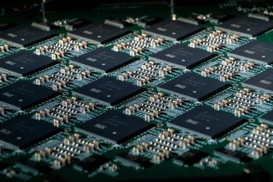 "© Tim Herman/""Intel Corporation"""