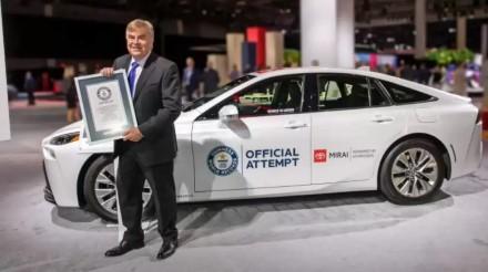 """""""Toyota"""" demonstruoja automobilių ateitį: vandeniliu varoma mašina užfiksavo įspūdingą rekordą"""