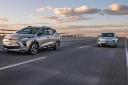 GM elektromobiliai ir toliau dega