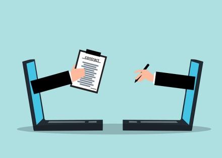 Ekspertai primena, kaip pasirašyti dokumentus per nuotolį